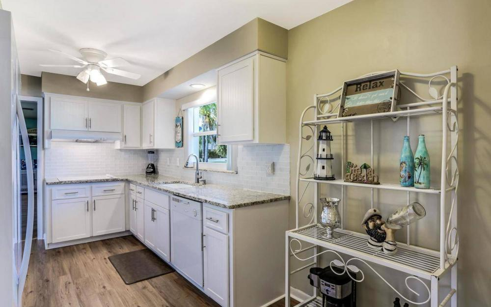 420 Madison Ct, Fort Myers Beach - Home For Sale 214389227