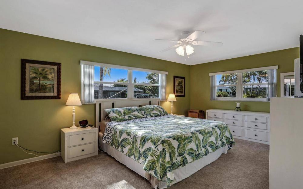 420 Madison Ct, Fort Myers Beach - Home For Sale 1545938697
