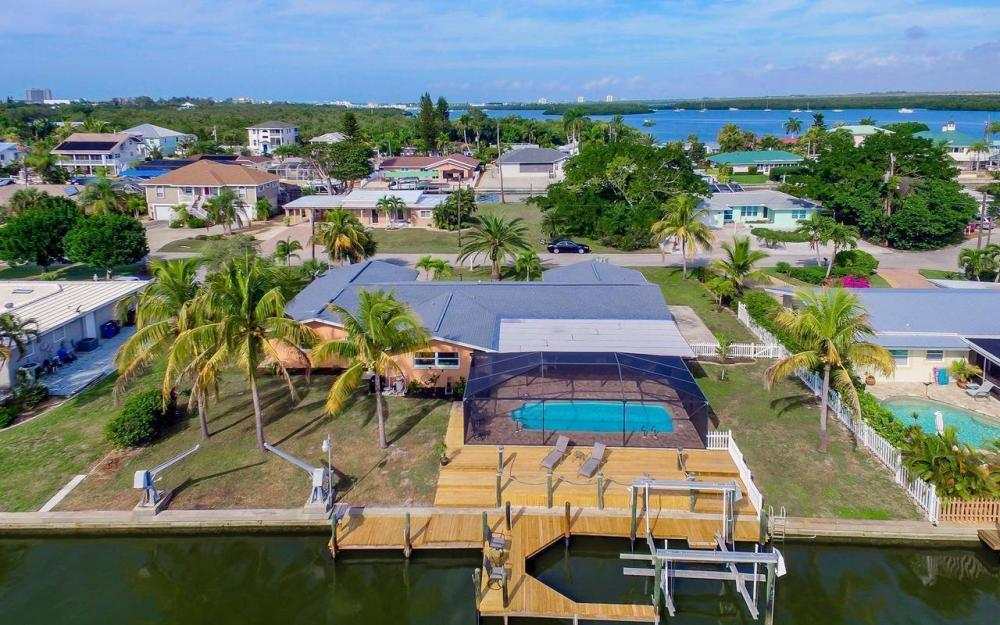 420 Madison Ct, Fort Myers Beach - Home For Sale 869938588