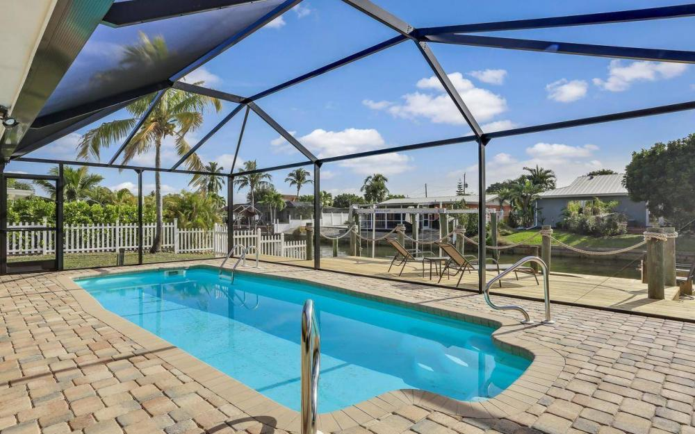 420 Madison Ct, Fort Myers Beach - Home For Sale 773408789