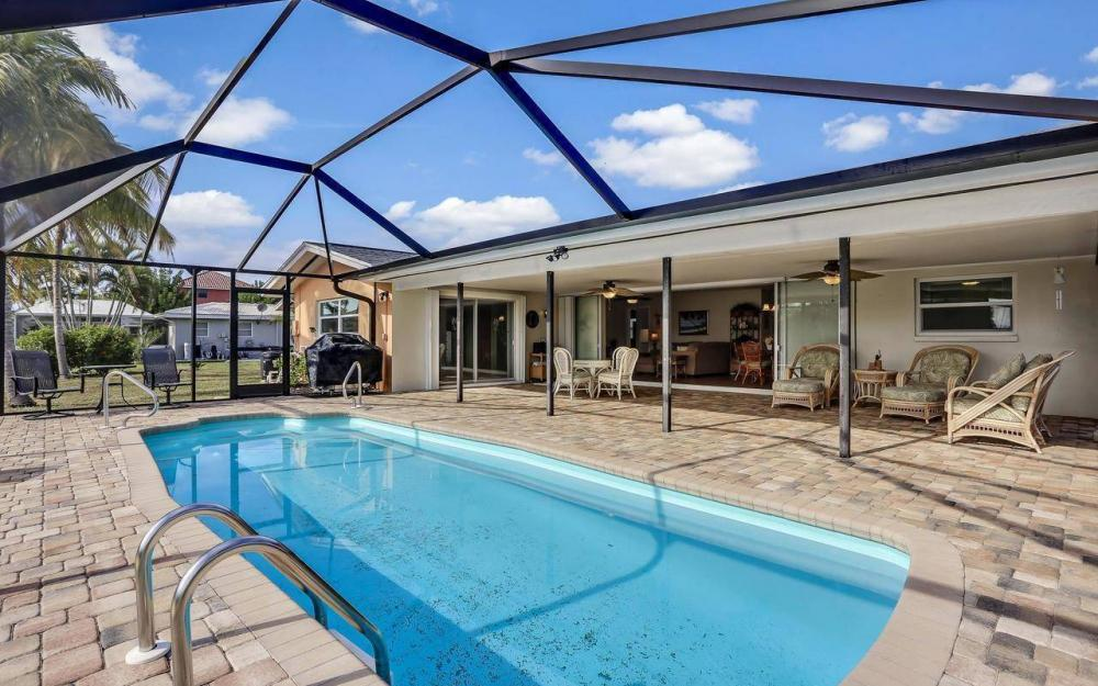 420 Madison Ct, Fort Myers Beach - Home For Sale 377549006