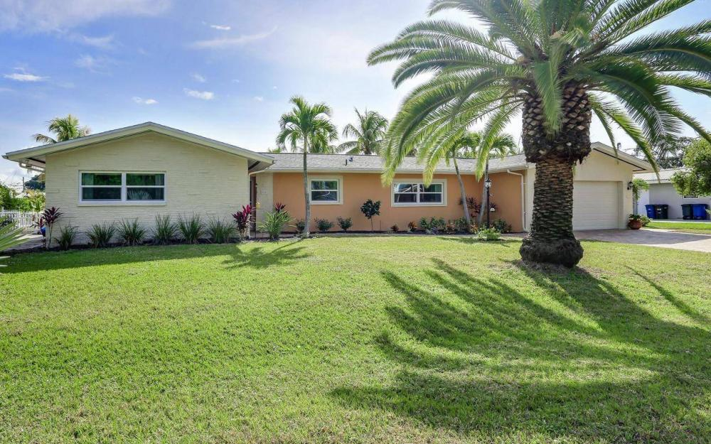 420 Madison Ct, Fort Myers Beach - Home For Sale 1242037960