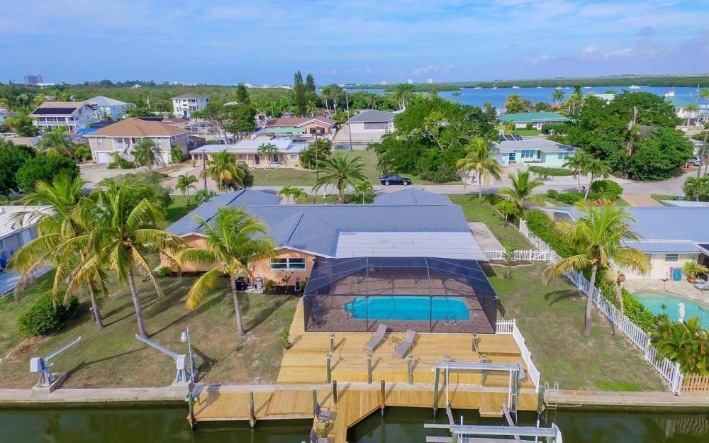 420 Madison Ct, Fort Myers Beach - Home For Sale 189696633