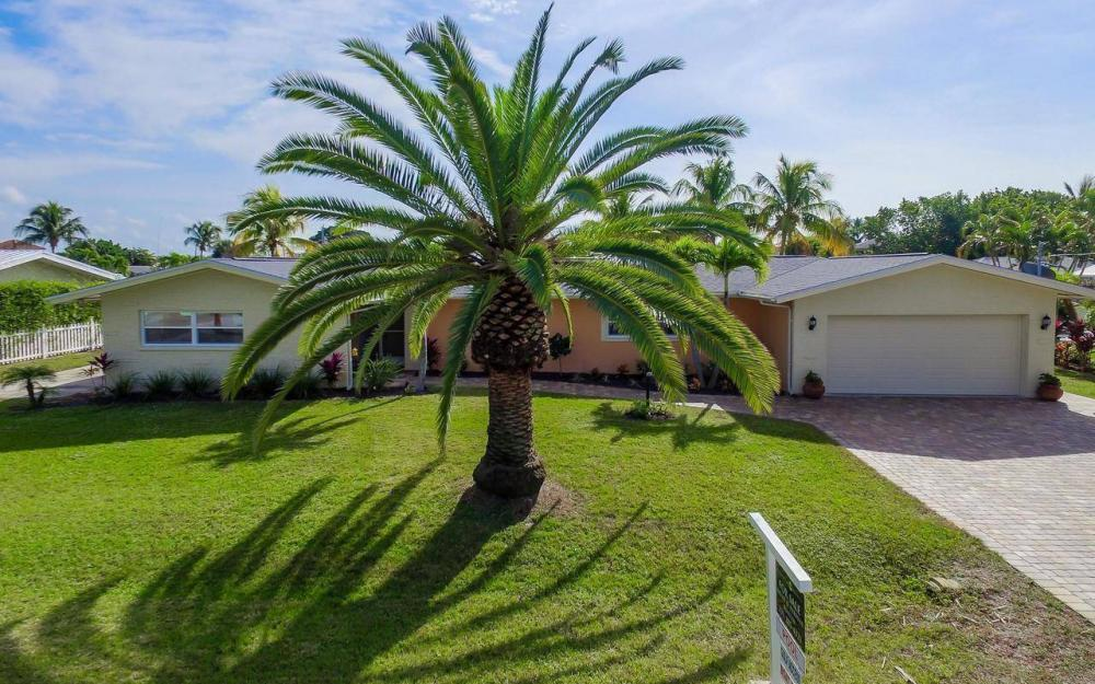 420 Madison Ct, Fort Myers Beach - Home For Sale 757218857
