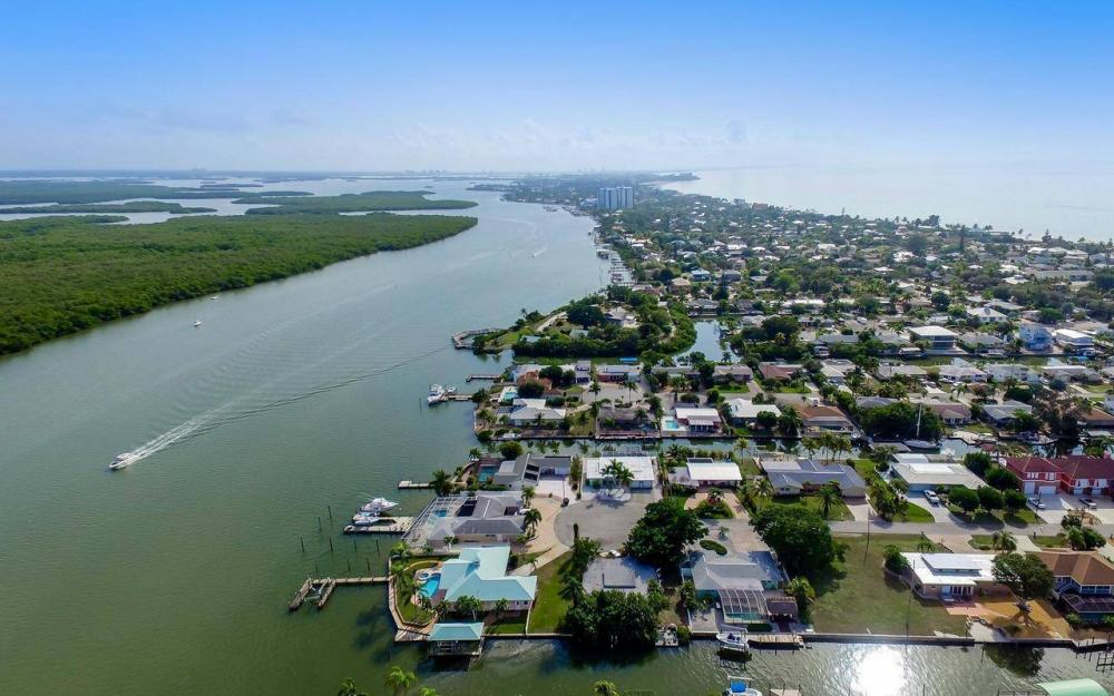 420 Madison Ct, Fort Myers Beach - Home For Sale 2046890513