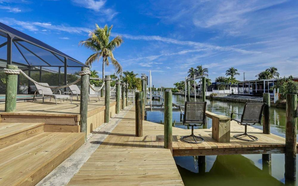 420 Madison Ct, Fort Myers Beach - Home For Sale 1543870300
