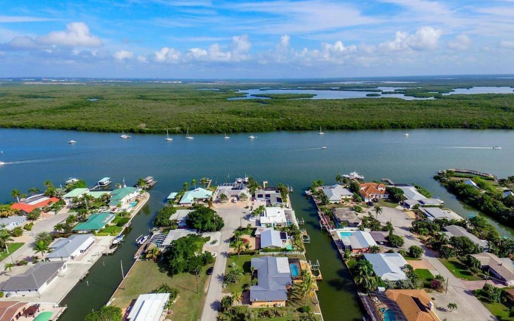 420 Madison Ct, Fort Myers Beach - Home For Sale 2023087461