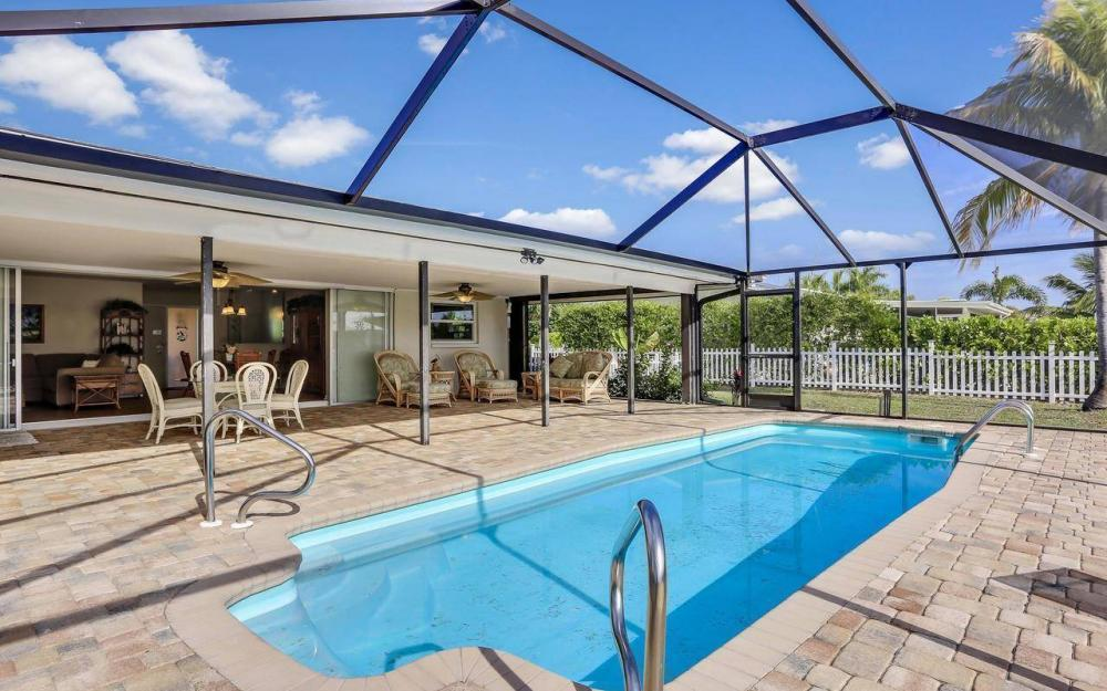 420 Madison Ct, Fort Myers Beach - Home For Sale 1129928887