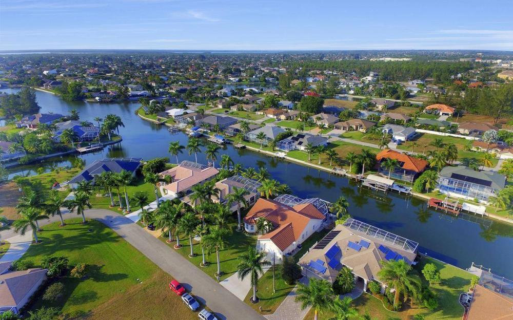 2115 SW 41st St, Cape Coral - Home For Sale 2103197164