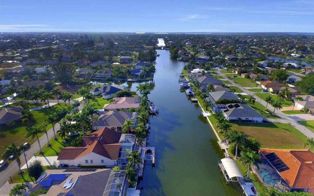 2115 SW 41st St, Cape Coral - Home For Sale 880025302