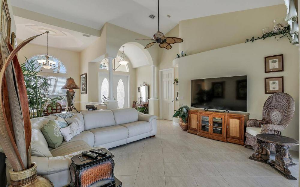 2115 SW 41st St, Cape Coral - Home For Sale 470064372