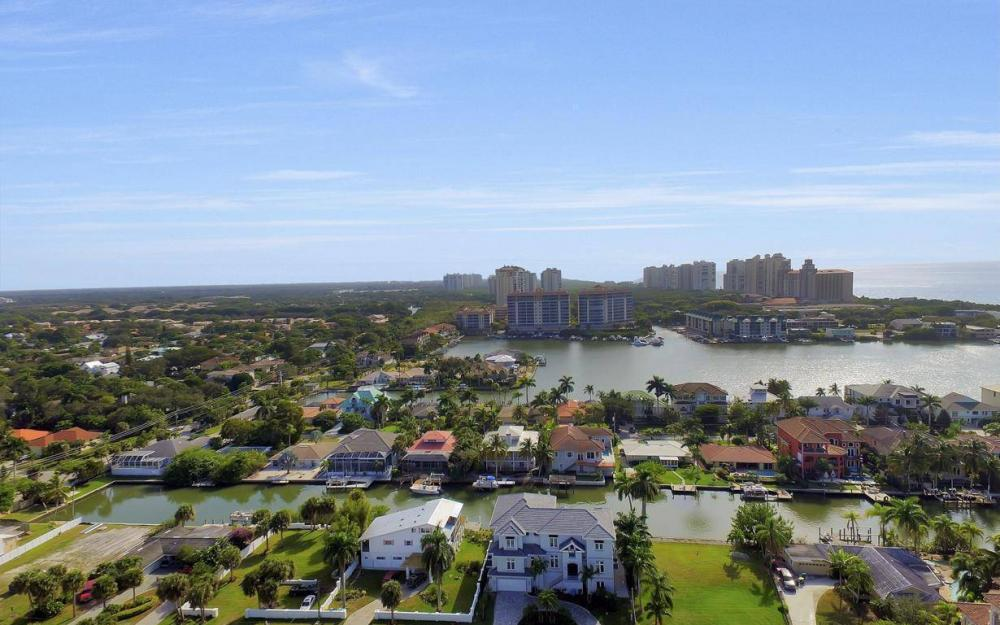 402 Pine Ave, Naples - Home For Sale 125016456