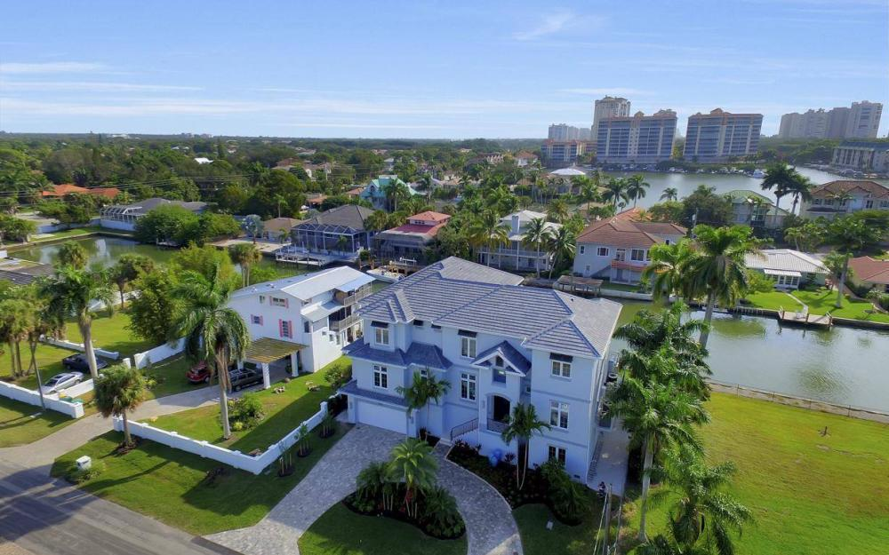 402 Pine Ave, Naples - Home For Sale 2017407927