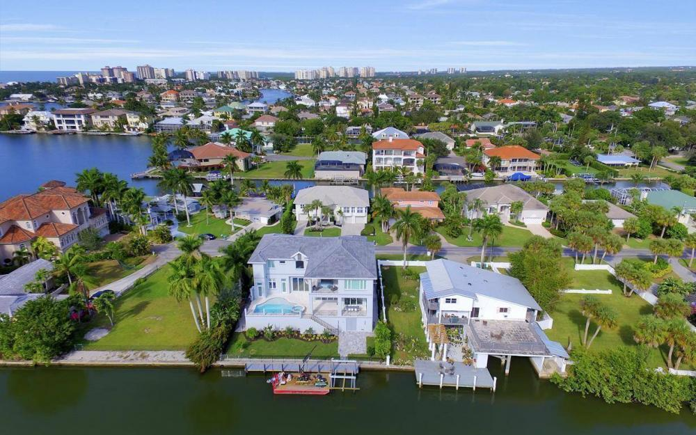 402 Pine Ave, Naples - Home For Sale 1140818046