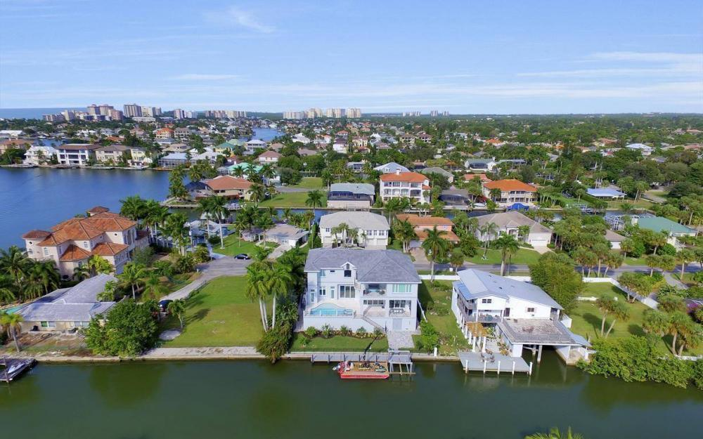 402 Pine Ave, Naples - Home For Sale 210437738