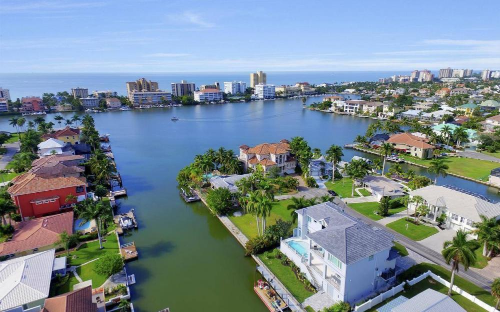 402 Pine Ave, Naples - Home For Sale 1012135069