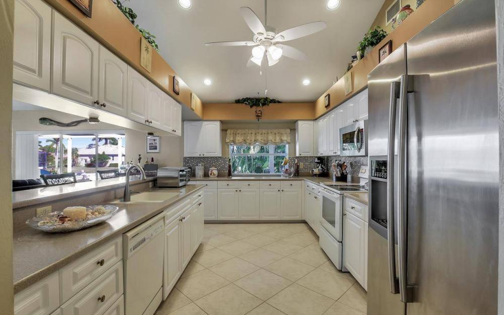 595 Fieldstone Dr, Marco Island - Home For Sale 4729617