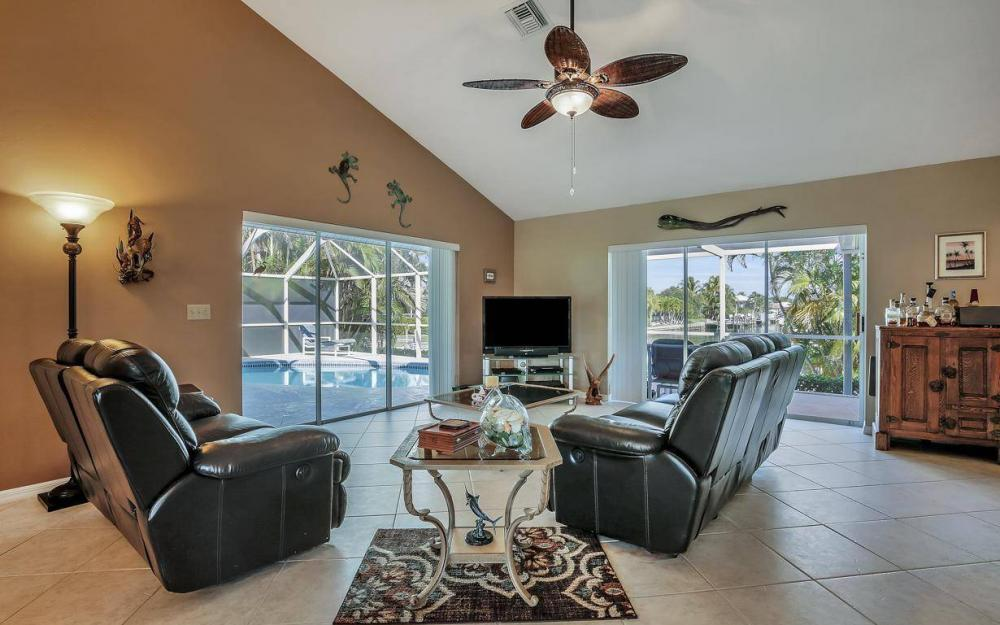 595 Fieldstone Dr, Marco Island - Home For Sale 293221242