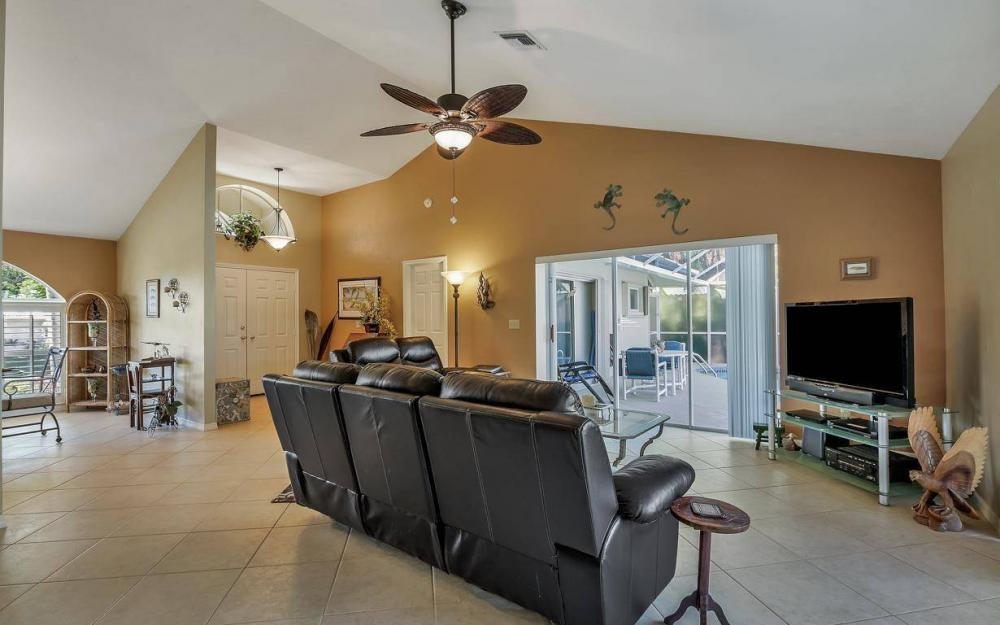 595 Fieldstone Dr, Marco Island - Home For Sale 596512211