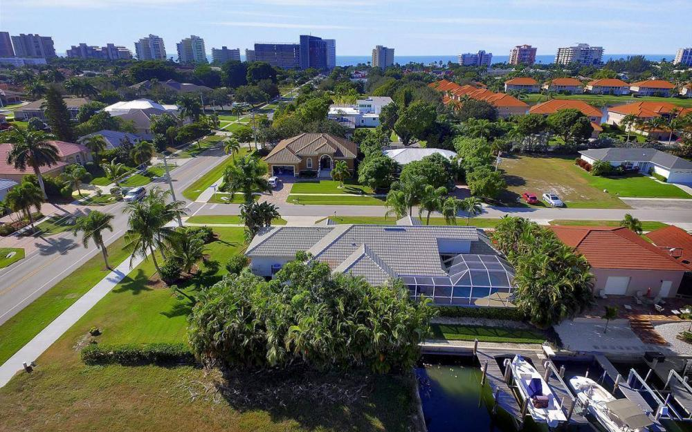 595 Fieldstone Dr, Marco Island - Home For Sale 1803548186