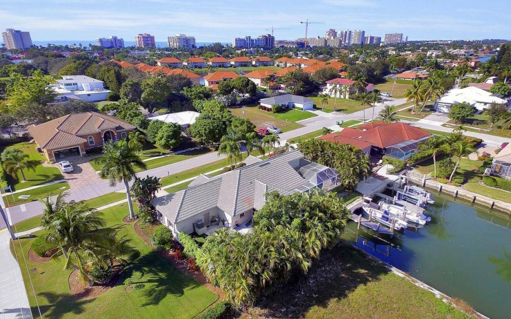 595 Fieldstone Dr, Marco Island - Home For Sale 64732896