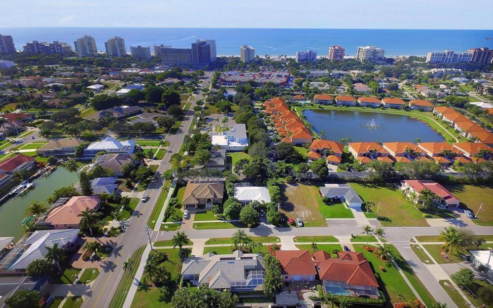 595 Fieldstone Dr, Marco Island - Home For Sale 1925020350