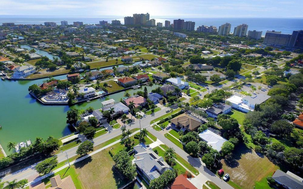595 Fieldstone Dr, Marco Island - Home For Sale 720258365