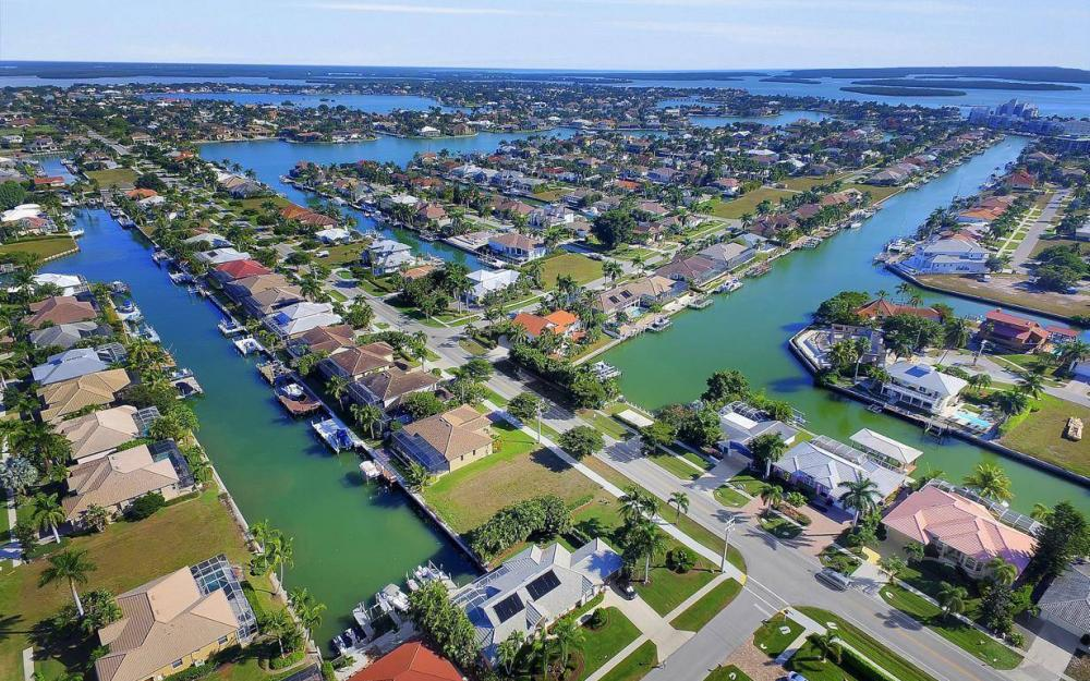 595 Fieldstone Dr, Marco Island - Home For Sale 1194045929
