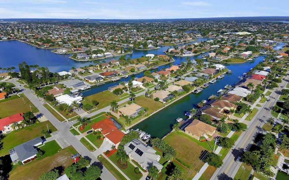 595 Fieldstone Dr, Marco Island - Home For Sale 401928311
