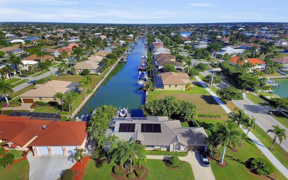 595 Fieldstone Dr, Marco Island - Home For Sale 2104155421
