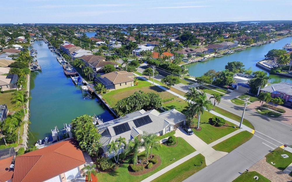 595 Fieldstone Dr, Marco Island - Home For Sale 507287522