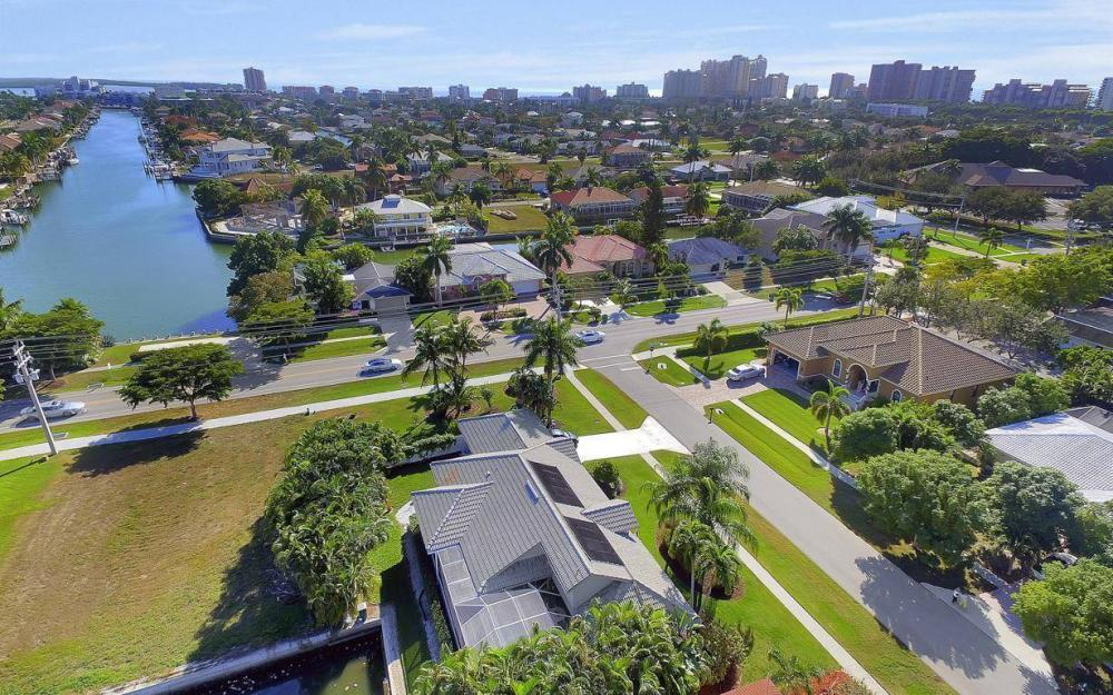 595 Fieldstone Dr, Marco Island - Home For Sale 498084454