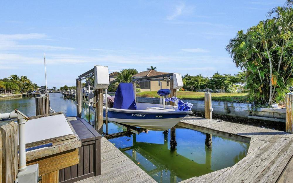 595 Fieldstone Dr, Marco Island - Home For Sale 1961930080