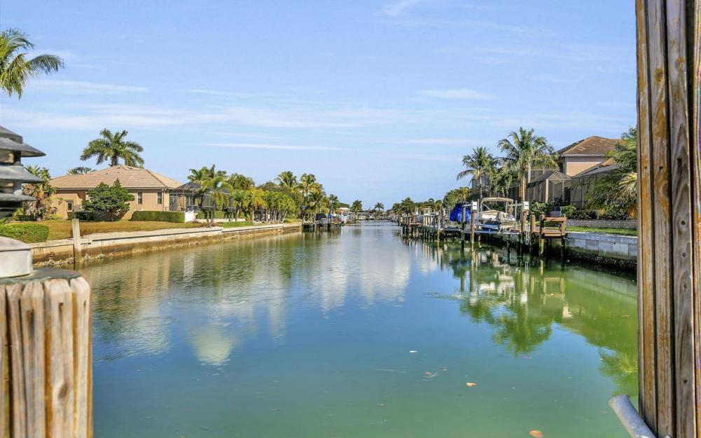 595 Fieldstone Dr, Marco Island - Home For Sale 754123173