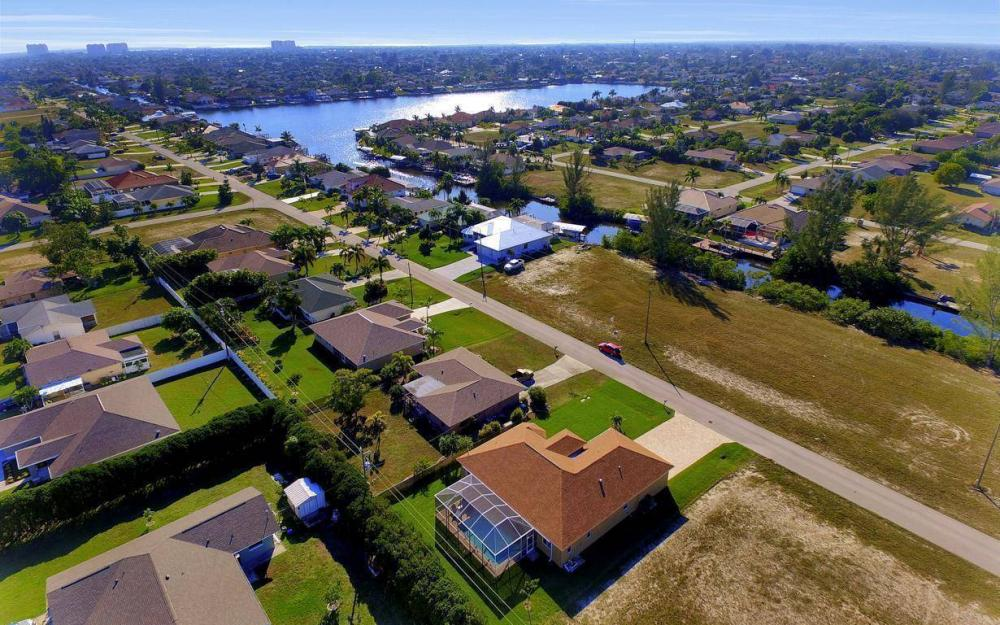 4121 SW 10th Ave, Cape Coral - Home For Sale 2060085542