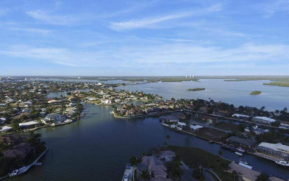 411 Nassau Ct, Marco Island - Home For Sale 230470818