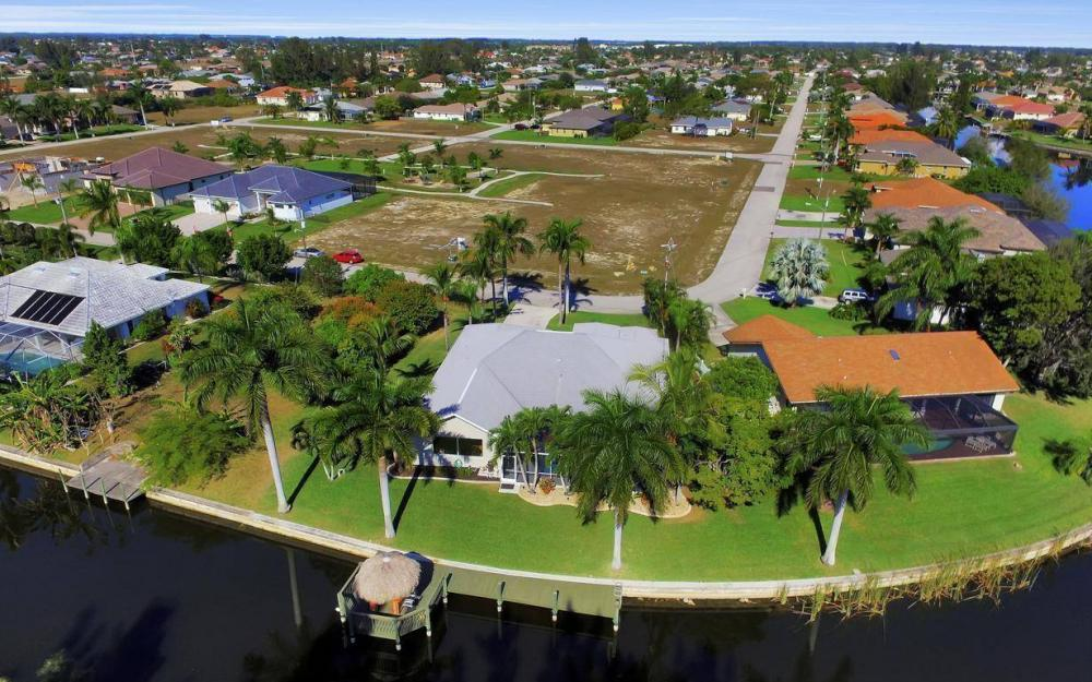 1824 SW 45th St, Cape Coral - Home For Sale 992469105