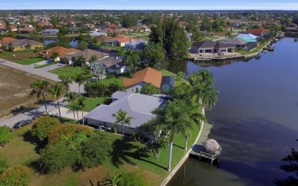 1824 SW 45th St, Cape Coral - Home For Sale 415269831