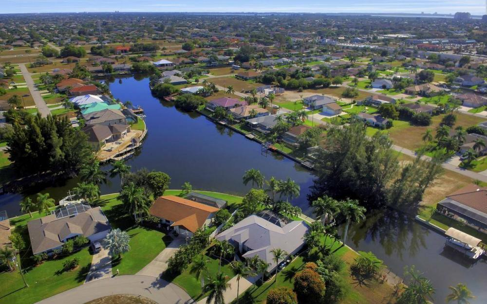 1824 SW 45th St, Cape Coral - Home For Sale 350448851