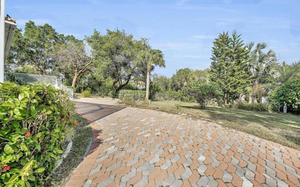 1120 Caxambas Dr, Marco Island - Home For Sale 626300631