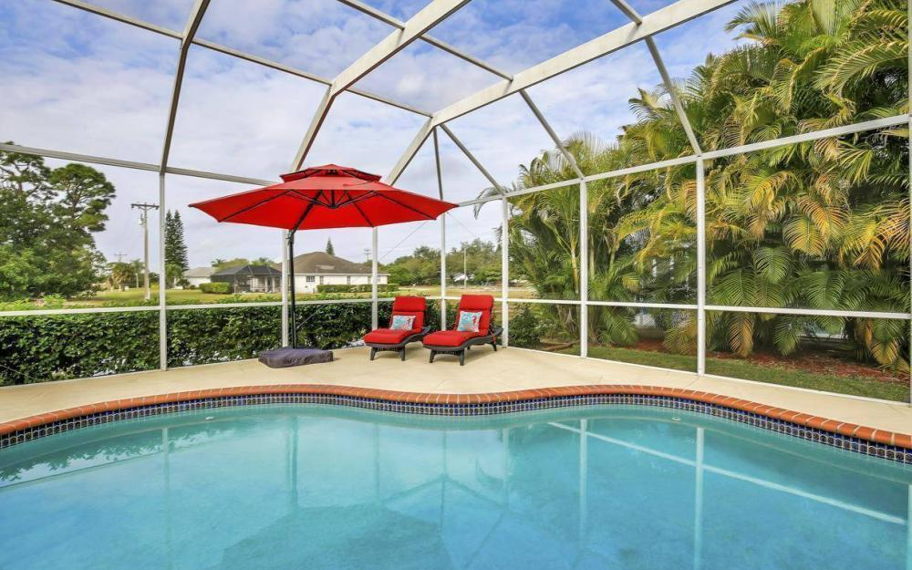608 Mirror Lakes Falls Ct, Lehigh Acres - Home For Sale 9989021