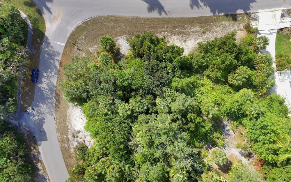 889 Scott Dr, Marco Island - Lot For Sale 2092510287