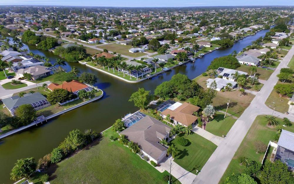 3908 SW 5th Ave, Cape Coral - Home For Sale 1242657924