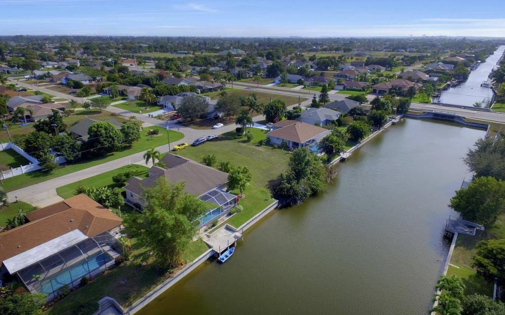 3908 SW 5th Ave, Cape Coral - Home For Sale 2092989844