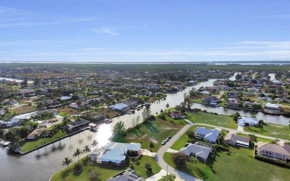 2538 SW 40th Terrace, Cape Coral - Home For Sale 809151070