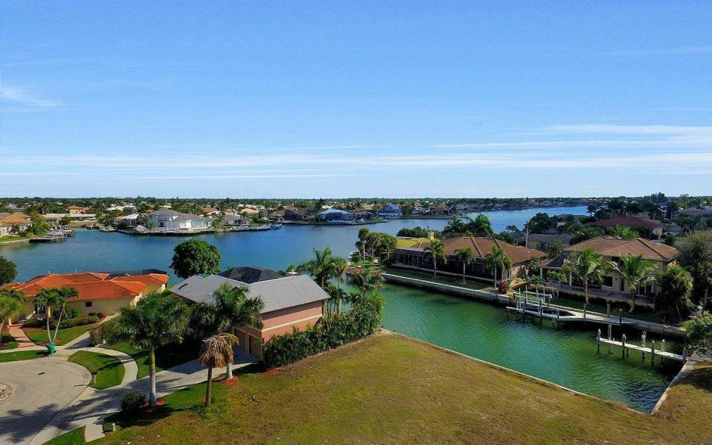 941 Plum Ct, Marco Island - Lot For Sale 1026166776