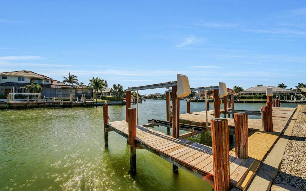 815 Bluebonnet Ct, Marco Island - Home For Sale 706190302