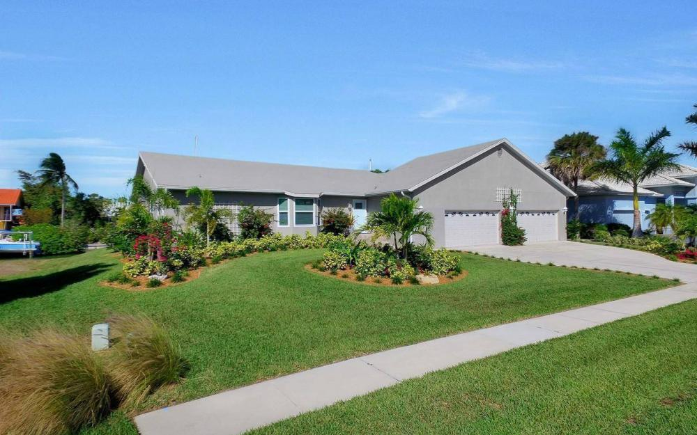 754 Nautilus Ct, Marco Island - Home For Sale 712190518