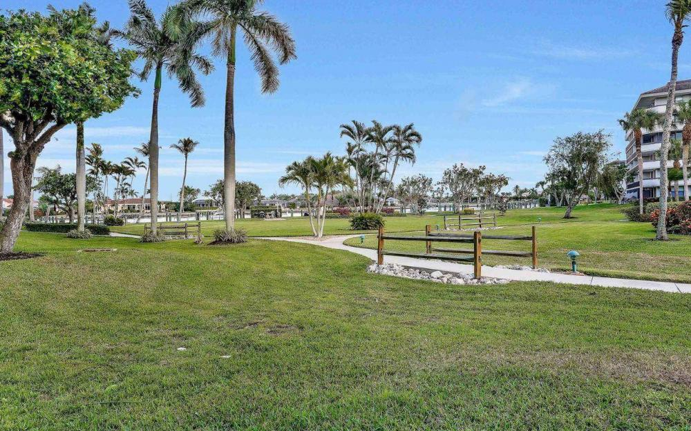 609 Seaview Court #R-3, Marco Island - Condo For Sale 2126791172