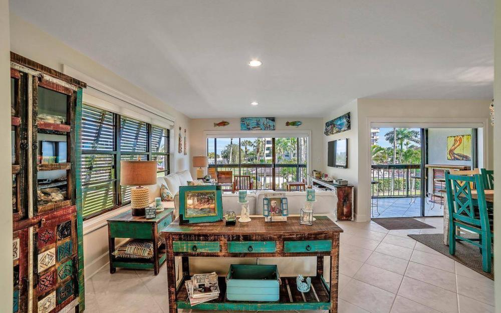 609 Seaview Court #R-3, Marco Island - Condo For Sale 1991018596